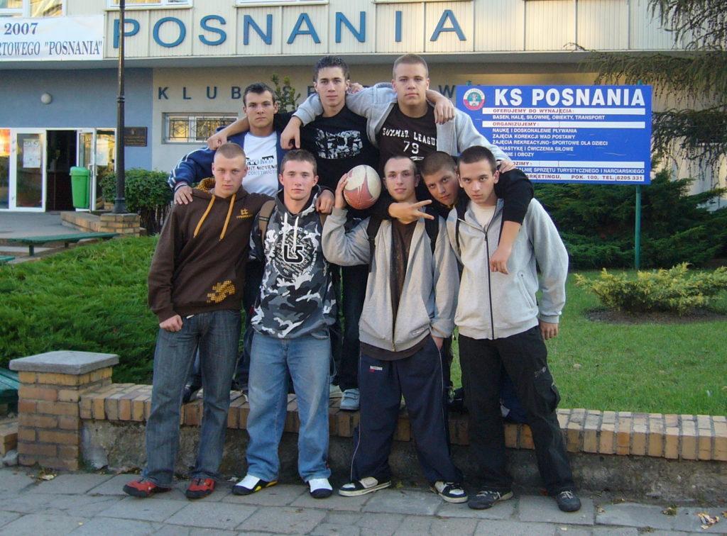 Uczestnicy pierwszego meczu sparingowego whistorii jarocińskiego rugby